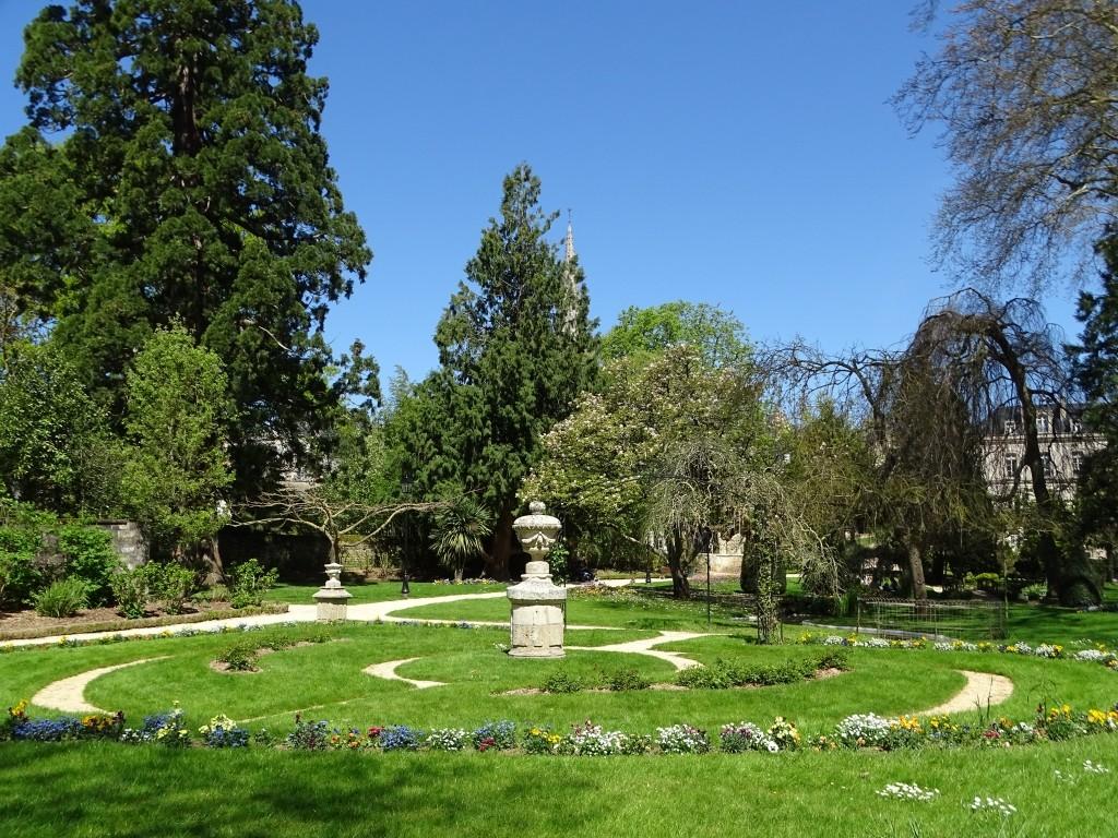 Le jardin public de l h tel de ville de fontenay le comte beaux jardins et potagers - Vive le jardin fontenay le comte ...