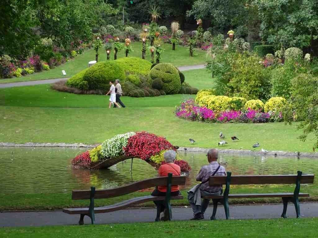 Jardin Des Plantes Versus Claude Ponti Beaux Jardins Et