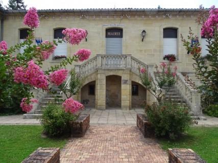Le parc de la mairie de Vayres et les alentours