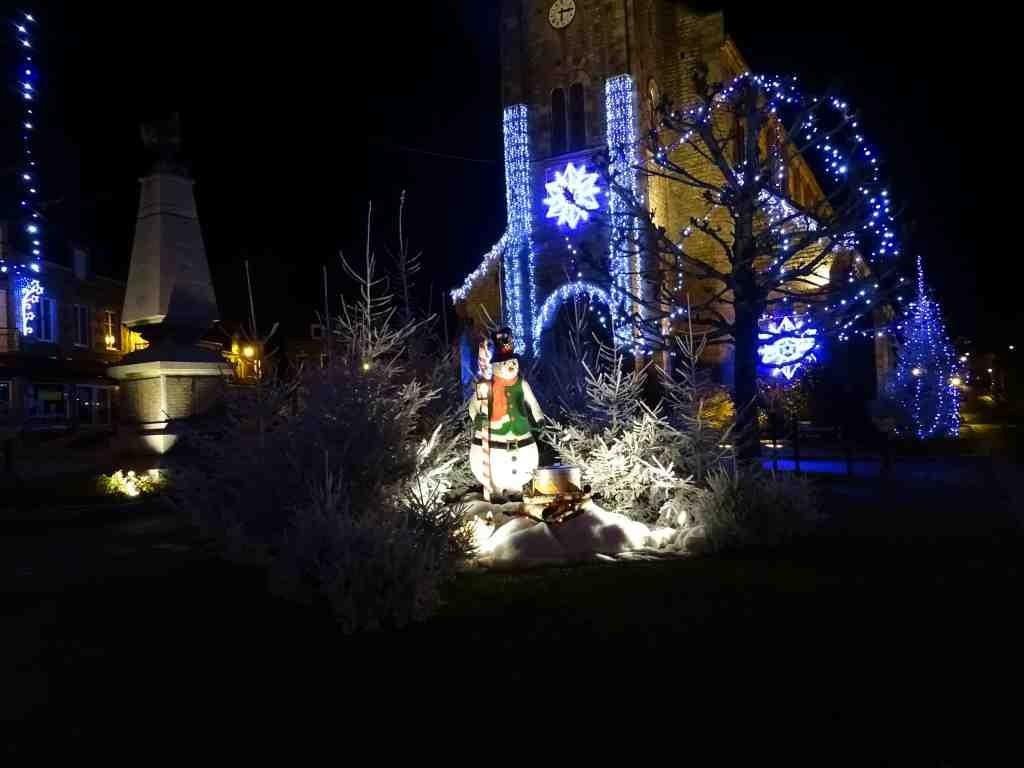 Illuminations de no l place saint vigor athis de l 39 orne - Jardin contemporain athis de l orne nantes ...